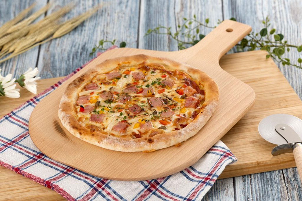 ホテルノーブルのミックスピザ